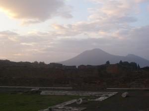 Pompeya, al fondo el Vesubio